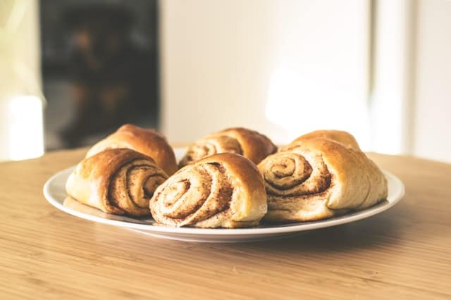 cinnamon roll to roast in camping
