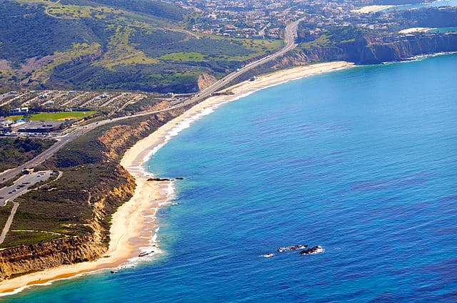 Crystal Cove State Park - https://upload.wikimedia.org/wikipedia/commons/thumb/a/a0/Crystal_Cove_State_Park_photo_d_ramey_logan.jpg/640px-Crystal_Cove_State_Park_photo_d_ramey_logan.jpg
