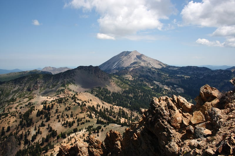 Lassen Volcanic National Park - https://www.goodfreephotos.com/cache/united-states/california/lassen-volcanic-national-park/peak-and-volcano-at-lassen-volcanic-national-park-california_800.jpg